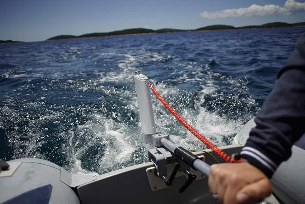 E-outboard handling
