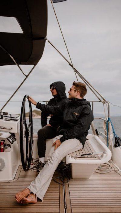 Ko opraviš tečaj in izpit za voditelja čolna si upravičen do upravljanja s plovilom do dolžine 24m.