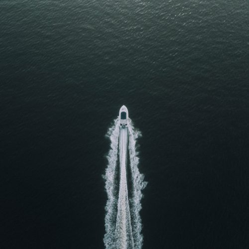 boat-deep-ocean-idyllic-leisure-570987